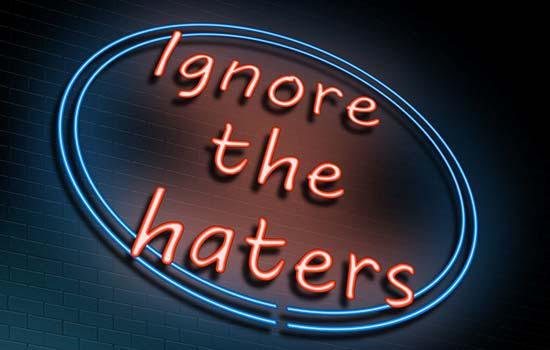 घृणा करने वालो को नज़रअंदाज़ कर दो